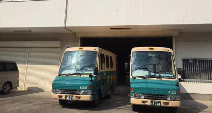 黑猫来送货了,佐川,邮政在排队。。。
